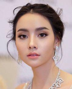 Wedding makeup asian eyes brides make up Ideas for 2019 - Natural Makeup Bridal Asian Wedding Makeup, Wedding Hair And Makeup, Hair Makeup, Bride Makeup Asian, Makeup List, Asian Wedding Hair, Elf Makeup, Asian Bride, Makeup Box