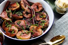 Baked figs with red wine and cinnamon – Recipes – Bite