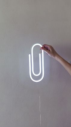 Paper Clip LED Neon Sign / Back to School / Office decor - Schulbüro Dekor Diy Neon Sign, Cool Neon Signs, Neon Light Signs, Led Neon Signs, Power Adapter, Neon Design, Paper Light, Light Art, Bedroom Decor