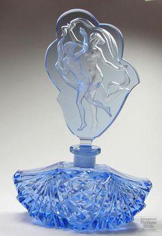 Blue Scarf Dancers Specialty:Czechoslovakian Material(s):Molded & polished crystal Designer/Maker:Vogel & Zappe ? Crystal Perfume Bottles, Antique Perfume Bottles, Art Nouveau, Perfumes Vintage, Beautiful Perfume, Bottle Vase, Glamour, Glass Art, Dancing Figures