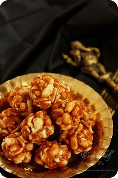 Peanut Chikki/Laddu or Peanut Brittle  Recipe ~ http://www.monsoonspice.com/2013/01/peanut-chikkiladdu-recipe-how-to-make.html