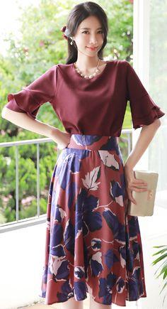 StyleOnme_Large Floral Print Flared Skirt #floral #skirt #koreanfashion #kstyle #kfashion #feminine #seoul #dailylook #prefall