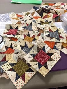 Still working with those 1 half square triangle units in order to make my little stars. Getting really close now. Star Quilt Blocks, Star Quilt Patterns, Star Quilts, Easy Quilts, Mini Quilts, Canvas Patterns, Primitive Quilts, Antique Quilts, Vintage Quilts