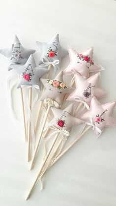A few weeks ago my friends were celebrating their little girl's birthday. She asked me to make fairy wands with embroidered names so she could put something special into a party bags. We all know how kids love party bags! Fairy Birthday Party, Girl Birthday, Birthday Parties, Birthday Celebration, Princess Wands, Princess Flower, Felt Crafts, Fabric Crafts, Fairy Wands