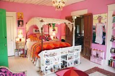 i want this dollhouse FOR ME.  gorgeous room.