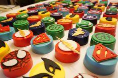 Superhero Chocolate Oreos With Fondant Toppers Oreo Cake, Oreo Cookies, Superhero Treats, Marvel Baby Shower, Jordan Cake, Chocolate Dipped Oreos, Party Snacks, Game Party, Sugar Candy