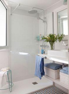 Sin bañera ni bidé En el espacio de la bañera podrás tener una ducha más amplia, un radiador toallero y un pequeño asiento. Y el rincón del bidé podrás aprovecharlo para ganar almacenaje. Minimal Bathroom, Boho Bathroom, Modern Bathroom Design, Small Bathroom, Bathroom Ideas, Bad Inspiration, Bathroom Inspiration, Ideas Baños, Ideas Para