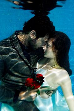 Underwater wedding shoots with mesmerising images is Kerala's newest fad | The News Minute