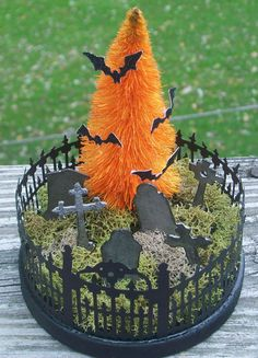 Incredibly Halloween Fairy Garden Decoration Ideas 25 Throwing a garden party for Halloween is a great way for adults and children a like to enjoy the festivities … Retro Halloween, Halloween Diorama, Halloween Fairy, Modern Halloween, Holidays Halloween, Halloween Themes, Halloween Crafts, Halloween 2019, Diy Halloween Village