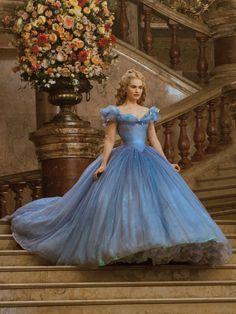 写真|本物の『シンデレラ』ドレスはコレ!|映画公開記念! リリー・ジェームズの『シンデレラ』ドレスを総まとめ