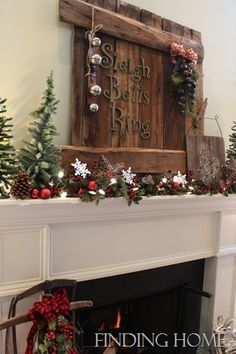 Love this rustic look! Christmas in the country done right =)