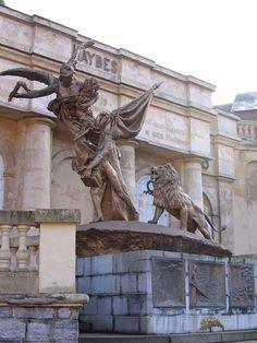 Monument aux morts de 14-18, ou La France – Haybes-sur-Meuse. Champagne-Ardenne