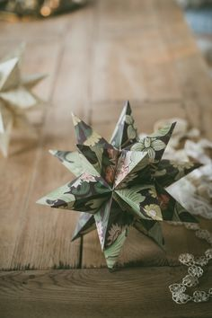 Sofia Jansson founded Mokkasin in 2009 and and freelances in photography, styling, DIY, marketing, PR and creative direction. Christmas Origami, Easy Christmas Crafts, Noel Christmas, All Things Christmas, Xmas, Natural Christmas, Simple Christmas, Diy Craft Projects, Diy And Crafts