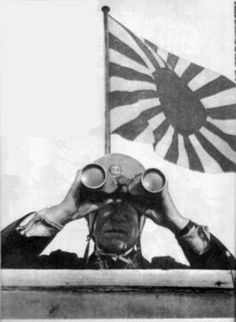 officer of the special naval landing force, Major Uroku Hashimoto using his binoculars during the invasion of the dutch east indies (january 1942) - Pin it by GUSTAVO B UESO-JACQUIER