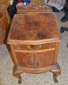 Taller de Restauración Lila: Mesita de luz antigua restaurada