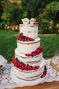 Naked Berry Wedding Cake - Sugar Lane Cake Shop - tall rustic wedding cake decorated with fresh berries and cute lovebird cake toppers Berry Wedding Cake, Wedding Cake Rustic, Fall Wedding Cakes, Wedding Cake Decorations, Rustic Cake, Beautiful Wedding Cakes, Wedding Cake Designs, Wedding Cupcakes, Wedding Cake Toppers