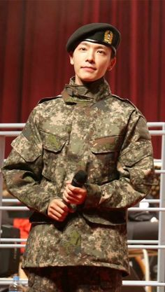 Awwhhh...Donghae looks so adorable even in military kit... shouldn't you look tough?! or something.. idk...