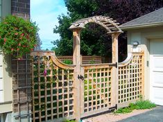 The Victorian Trellis sets the as a boundary fence or as a garden accent, this sturdy trellis will withstand years of exposure.