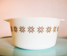 Vintage Pyrex white Town and Country (1963-1967) round casserole baking dish ( 473 ) in excellent shape! Design composed of Pennsylvania Dutch hex motifs, an eight-point stars composed of four chevrons consisting of short lines, varying in color by size. * Holds 1 QT  * 3 inches tall  6.25 inch diameter  * No chips, stains, scratches or signs of wear.    ~ As with all vintage items, you are purchasing items are at least 20 years old. And in most cases, in my shop much older. These items have…