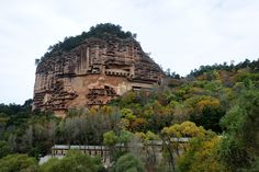 The hill of Majishan is located in the southern part of Gansu Province, 45 kilometers from the city district of Tianshui in northwest China. It could have remained an unremarkable mountain, but the…
