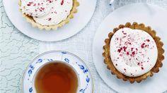 Små tærter med passionscreme og frysetørrede hindbær | Femina