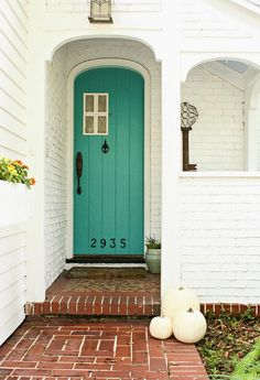 Like this door color. I also really like the little window on the door