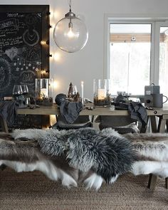 mentions J'aime, 19 commentaires – Amalie Fagerli (Amalie Fagerli) sur I… - Esszimmer Style At Home, Christmas Table Settings, Piece A Vivre, Decor Room, Cozy House, Home Fashion, Interior Styling, Decorating Your Home, Happy Friday