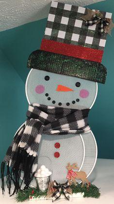 Handmade Christmas Crafts, Diy Christmas Decorations Easy, Christmas Craft Projects, Christmas Mesh Wreaths, Christmas Art, Holiday Crafts, Christmas Holidays, Christmas Ornaments, Christmas Chandelier