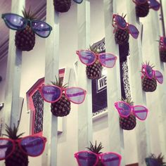 Window Display using Hanging Pineapples With Retail Windows, Store Windows, Shop Window Displays, Store Displays, Visual Merchandising, Window Art, Window Ideas, Retail Store Design, Spring