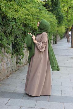 Casual Hijab Outfit, Hijab Chic, Hijab Dress, Abaya Fashion, Muslim Fashion, Fashion Outfits, Modele Hijab, Outfit Look, Abaya Designs