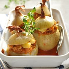 Roasted onions with meat ragout and thyme.