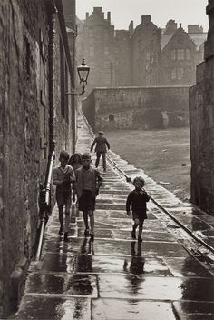 Gisèle Freund  Rue de la Pluie, Newcastle-upon-Tyne, England, 1935