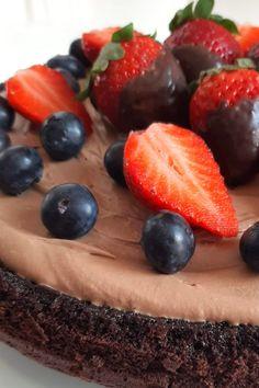 Nagyon finom, krémes állagú, mindenféle torta feltéttel variálható, lisztmentes, gluténmentes csokitorta. Nagyon egyszerű recept, könnyű elkészíteni  igazi ízbomba.. Cheesecake, Food, Pastries, Meal, Cheesecakes, Essen, Hoods, Meals, Eten