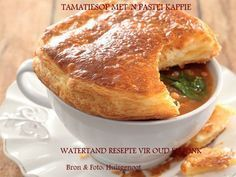 Tamatiesop met 'n pasteikappie. Ideaal vir 'n voorgereg as jy wil uithang! En jy maak dit sommer in die mikrogolf. Soup Recipes, Dinner Recipes, Dessert Recipes, Cooking Recipes, Desserts, Yummy Recipes, Microwave Baking, Microwave Recipes, Good Food