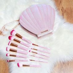 How pretty is this brush set by @spectrumcollections 😍💕
