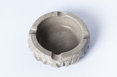 #concrete #ashtray #handmade #beton #greece #greymatters www.greymatters.gr Cement, Concrete, Everyday Objects, Natural Stones, Home Accessories, Led, Texture, Purses, Tableware