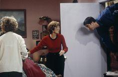 Christina Pickles as Judy Geller, Elinor Donahue as Aunt Lillian, David Schwimmer as Ross Geller~ Friends ~ Episode Pics ~ Season Episode 8 ~ The One Where Nana Dies Twice Friends Season 1, Friends Episodes, Group Of Friends, Friends Tv Show, David Crane, The Andy Griffith Show, David Schwimmer