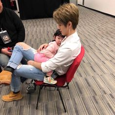 "nunbusyopusing: ""suddenly my heart stops beating for a while "" Cute Asian Babies, Korean Babies, Cute Babies, Ulzzang Kids, Ulzzang Couple, Cute Family, Family Goals, Foto Jimin, Nct Dream Jaemin"