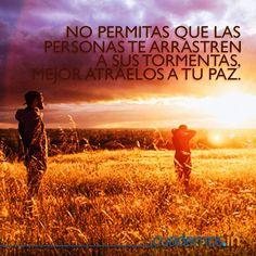 No permitas que las personas te arrastren a sus tormentas, mejor arrástralos a tu paz. #Paz #Vida #Frases #Amor #Esperanza #Frase #Amanecer