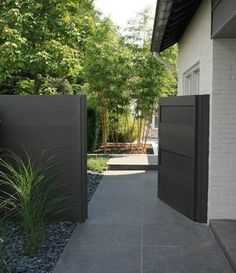 Charming Modern fence material,Modern fence design 2018 and Front yard fence gate. Outdoor Fencing, Backyard Fences, Backyard Landscaping, Landscaping Ideas, Pool Fence, Steep Backyard, Fence Design, Garden Design, Small Patio Design