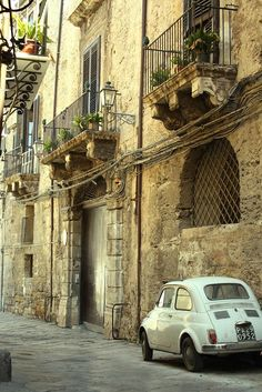 walking thorugh the narrow streets of Palermo it is something I absolutely want to do. (My Ancestors are from here)