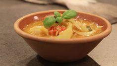 I Sør-Frankrike har de sin gryte med klippfisk, løk, poteter og tomater, men der heter den estocaficada – ikke bacalao. Foto: Fra tv-serien Munter mat - på tur / DR