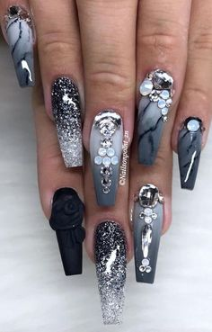 Gorgeous Winter Nail Colors You Won't Want to Hide Under Gloves 09 winter nails colors nails colors 2018 Bling Acrylic Nails, Best Acrylic Nails, Bling Nails, Acrylic Nail Designs, Nail Art Designs, Nails Design, Nail Designs Bling, Stiletto Nails, Fabulous Nails