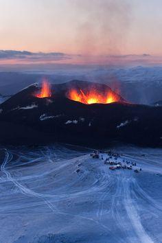 Eyjafjalljökull eruption | Iceland (by Smárinn) Source: Flickr / smarinn #eyjafjallajö