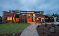 Nested in Clyde Hill, Washington, Hemocoel Residence is a modern two-storey home with narrow roof lines designed by Elemental Design in Houses Architecture, Residential Architecture, Amazing Architecture, Contemporary Architecture, Interior Architecture, Futuristic Architecture, Contemporary Design, Design Exterior, Roof Design