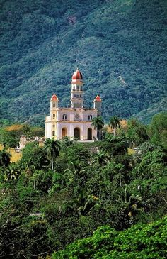 Can anyone guess where in Cuba this is located? Travel Around The World, Around The Worlds, Cuba Pictures, Viva Cuba, Cuban Art, Amazing Gifs, Cuba Travel, Tourism, Places To Visit