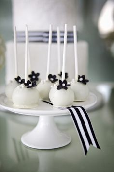 black and white cake pops http://www.weddingchicks.com/2013/12/03/timeless-editorial-shoot/