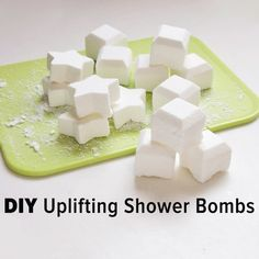 Give These DIY Shower Bombs to Help Perk Up a Pal's Morning Have a hard time waking up? Simply toss one of these shower bombs in your shower and enjoy the enveloping smells that help start your day on a high note. Homemade Beauty, Homemade Gifts, Diy Beauty, Homemade Products, Beauty Stuff, Shower Bombs, Bath Bombs, Do It Yourself Baby, Diy Stockings