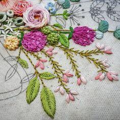 """269 curtidas, 9 comentários - made by sara (@saramoon1211) no Instagram: """"#embroiderydesign #stitch #flower #handembroidery #프랑스자수배우기 #도안작업 #꽃자수"""""""
