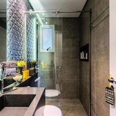 Sabe qdo vc chega de viagem , é só pensa em chegar em casa e tomar aquele banho gostoso . Olha esse banheiro. #ceramicaportinari #diamondblack #bathroom #_decorando_meu_ape